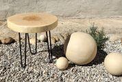 Holz Tischchen Weide und Kugeln aus Keramik