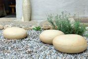Flache Steine aus Keramik