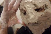 Für die Entstehung, machte ich eine Gipsmaske von meinem Kopf